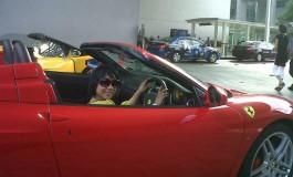 Uji Nyali Naik Ferrari