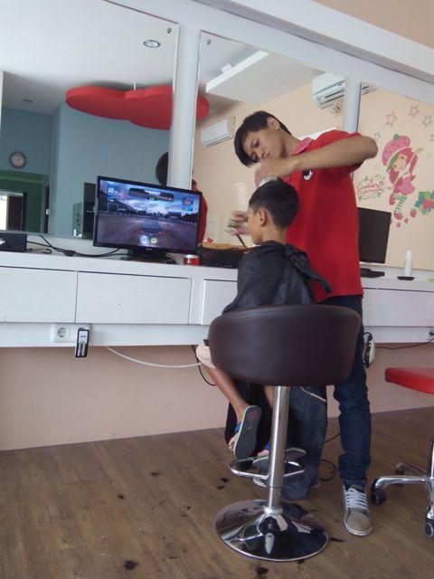 Tukang Cukur Naik Kelas