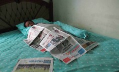 Tidur Berselimut Koran Solopos