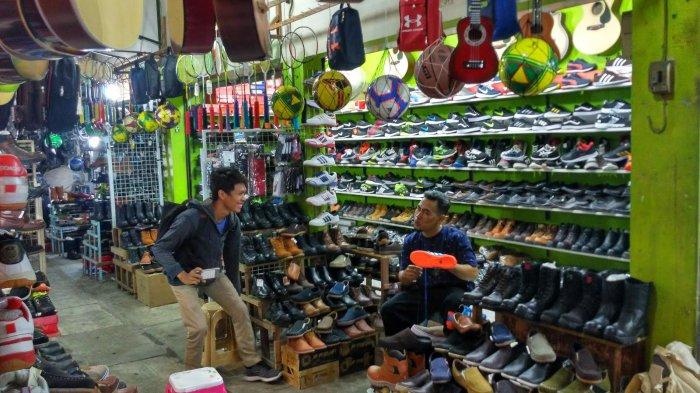 Pasar Murah Dan Lenhgkap Di Solo? Pasar Klithikan Notohardjo Jawabanya