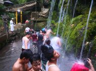 Ritual Melukat di Pura Tirta Sudamala, Sarana Pembersihan Jiwa dari Unsur Negatif