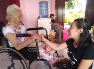 Sambut Hari Raya Nyepi, Komunitas KNB Berbagi dengan Lansia Penghuni Panti Sosial