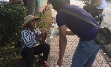 Ketimbang Ngemis Bali Ngabuburit on The Road : Bagi Hidangan untuk Kaum Dhuafa dan Sosok Mulia